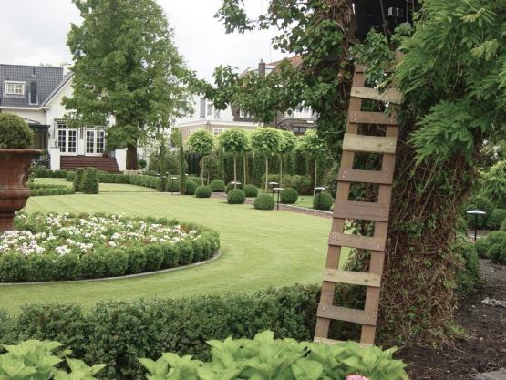 Озеленение, высадка газонов и оформление цветочных клумб