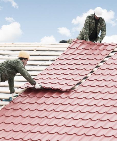 Сборка каркаса крыши и кровельные работы